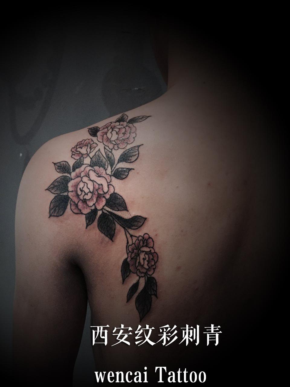 西安某二手车经纪公司吴先生后肩背上的蔷薇花纹身图案
