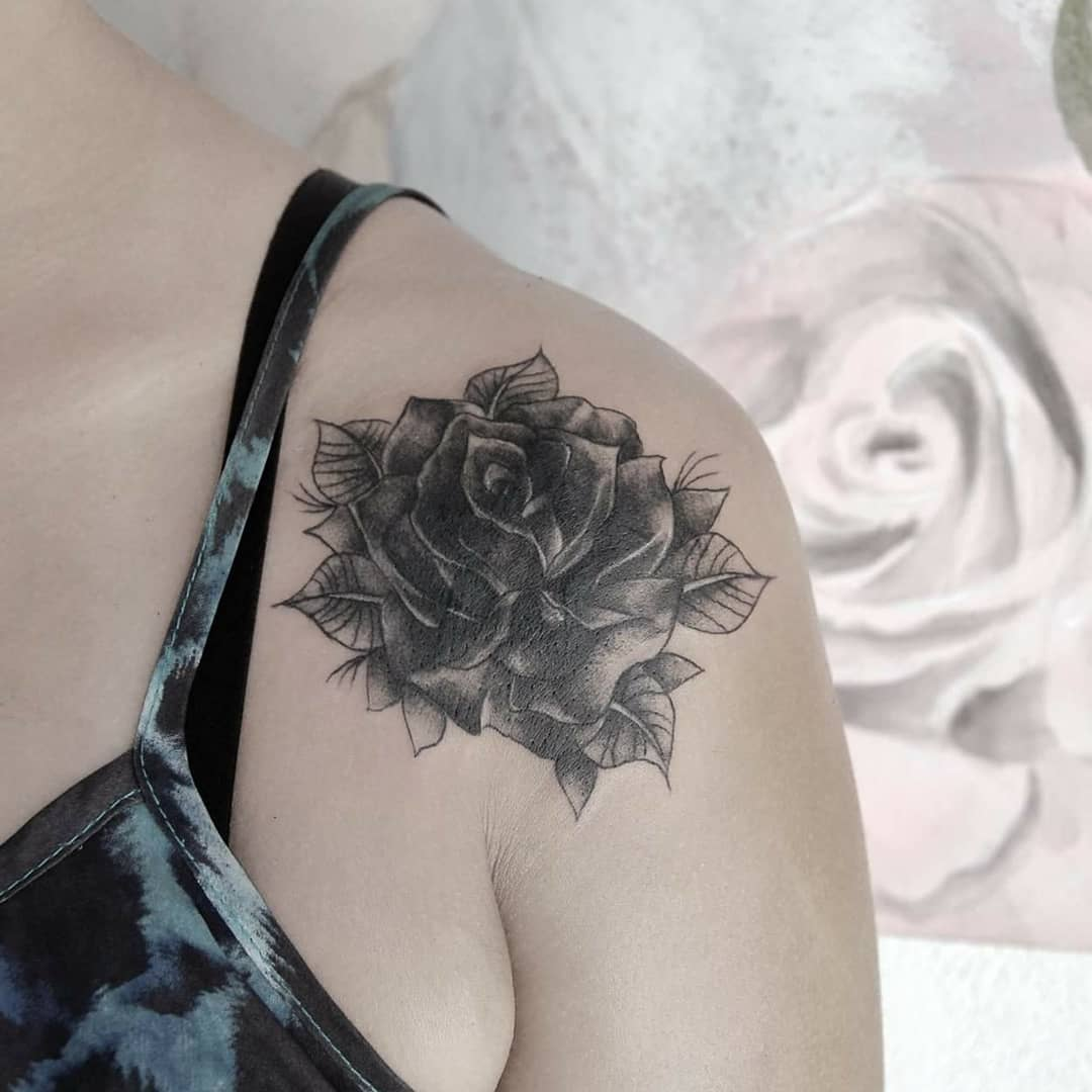 做美容顾问的胡小姐梵花纹身手稿         某ktv经理巩小姐脚背玫瑰纹