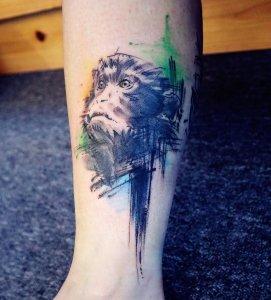 西安方女士喜得贵子在大腿外侧纹小脚丫纹身图案