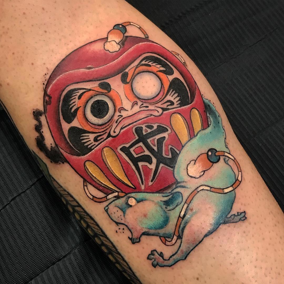 小臂彩色不倒翁小老鼠纹身图案